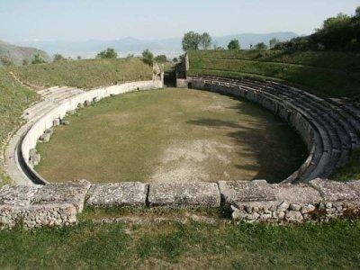 Anfiteatro (Alba Fucens)